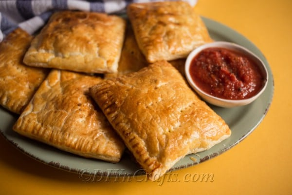 Curry puffs with dipping sauce
