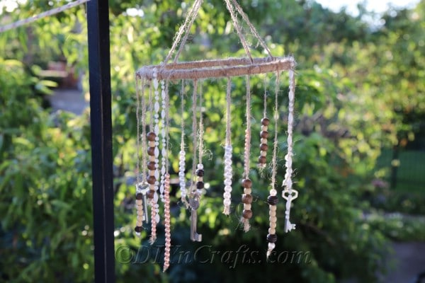 It is easy to make rustic wind chimes