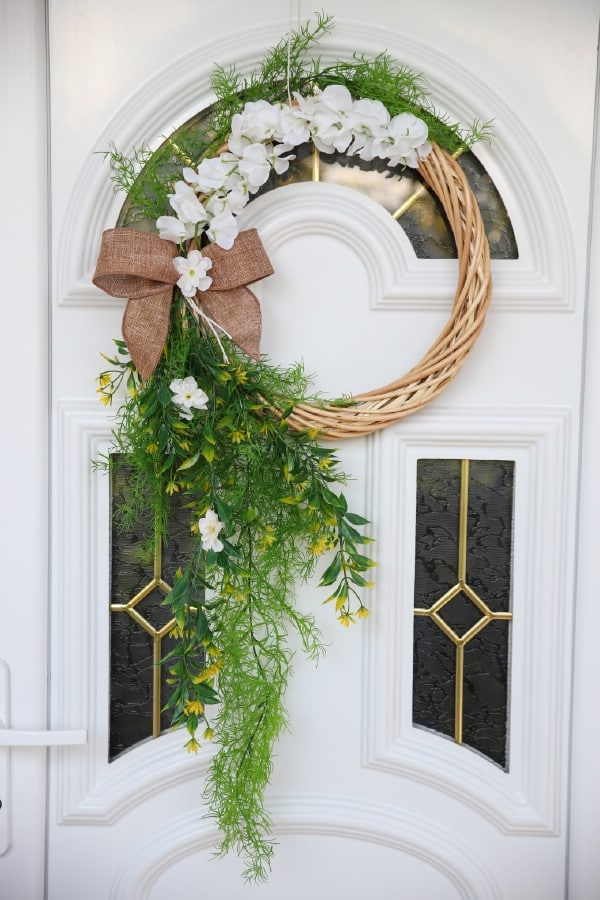 How to Make a Stunning Floral Wreath