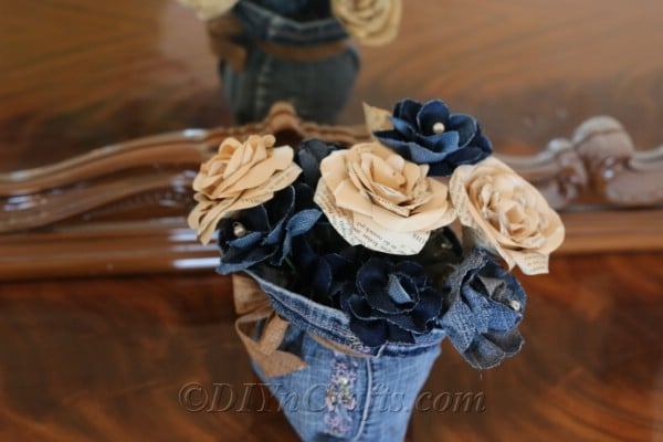 You can create a rustic floral centerpiece using old jeans.