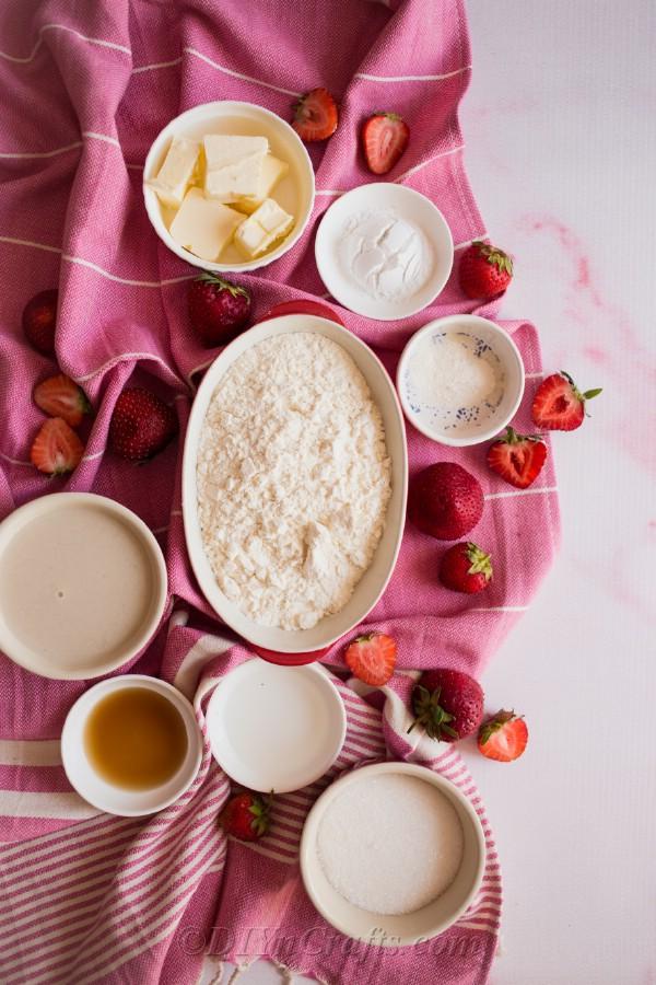 Strawberry cobbler ingredients