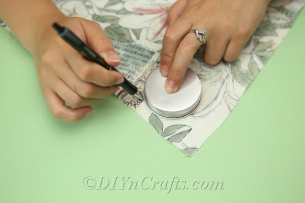 Trace around a lid or other round object on top of your fabric.
