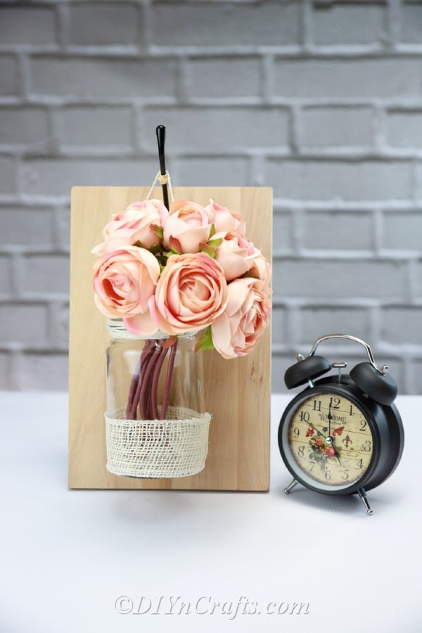 Roses add elegance to your floral rustic wall décor.