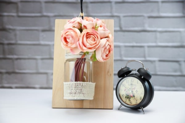 DIY Floral Wall Vase Decoration From an Old Jar