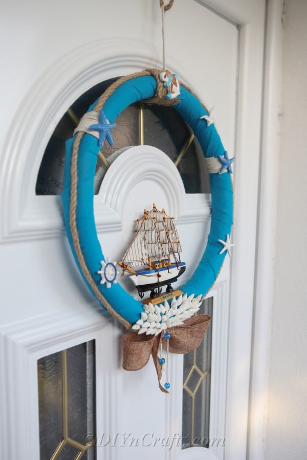Side view of the finished nautical wreath.