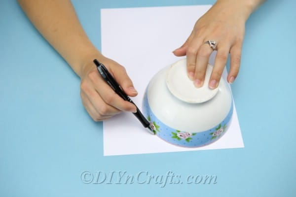Tracing a circle on cardstock to create a diy gift box