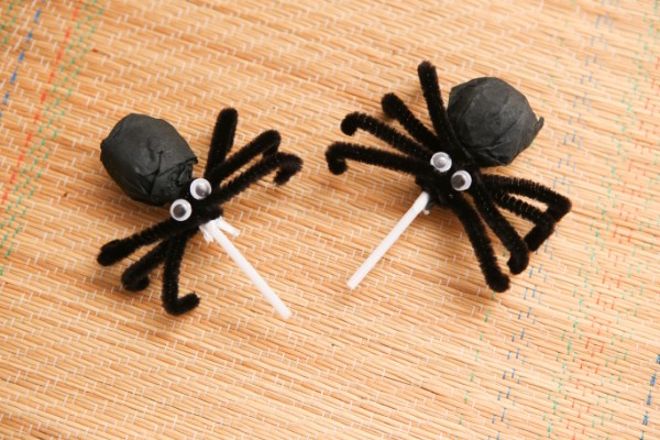 How to Make Spider Lollipops for Halloween