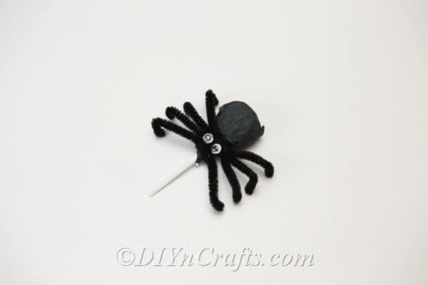 A completed spider lollipop