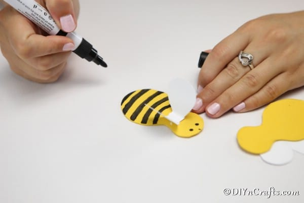 Decorating the bees for the flower pot bee decoration