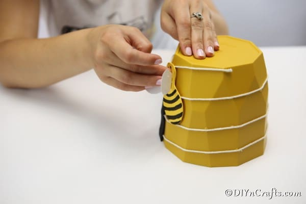 Gluing a bee to the side of the flower pot garden decoration