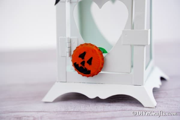 Close up picture of a pumpkin magnet on a white lantern