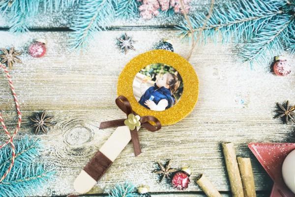DIY Craft Stick Lollipop Photo Ornaments