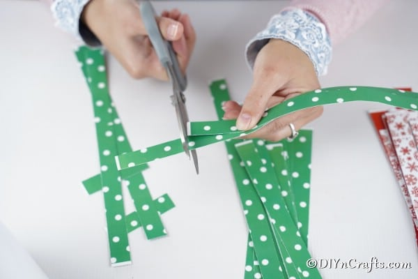Cutting paper to fit for mini Christmas tree