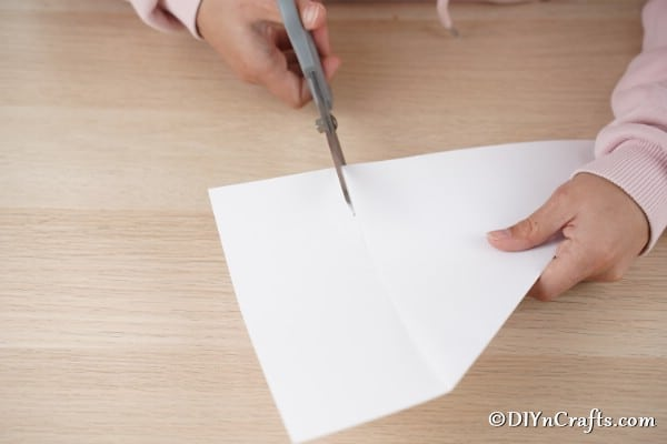 Slicing paper into a square for making 3d stars