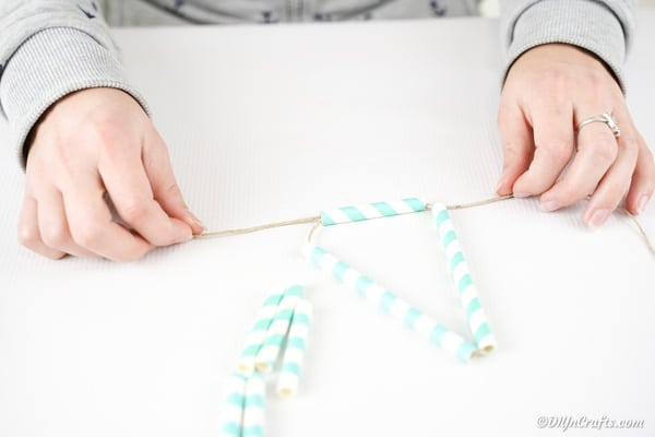 Tying straws together
