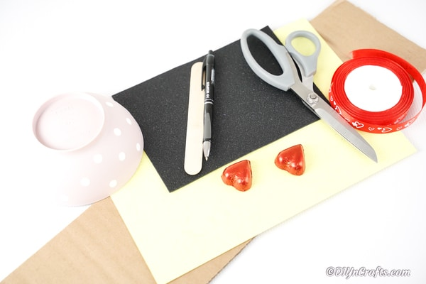 Supplies for heart eye smiley emoji decoration