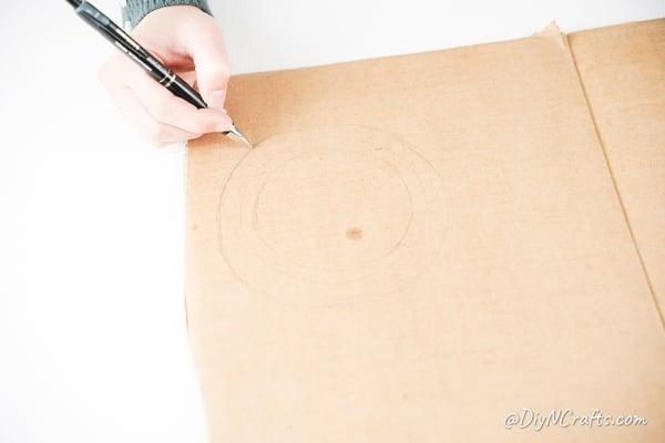 Drawing ring around cardboard