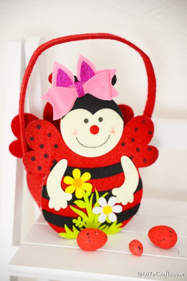No sew hairbow on ladybug basket