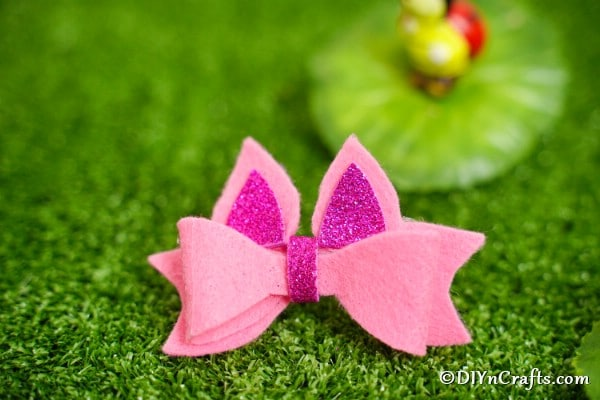 No sew felt bow on grass