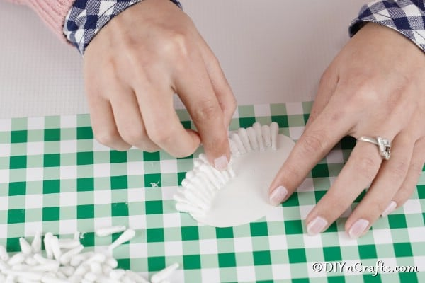 Gluing together the cotton swab lamb