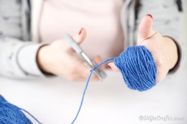 Making a yarn pom pom
