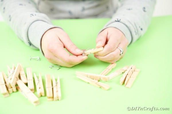 Separating clothespins