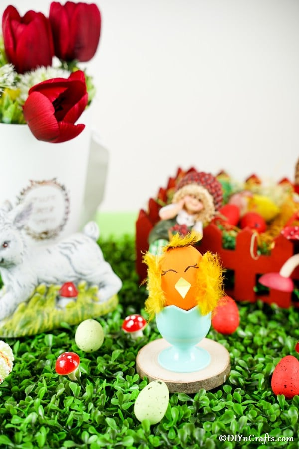 Decorated Eater egg by other Easter decorations