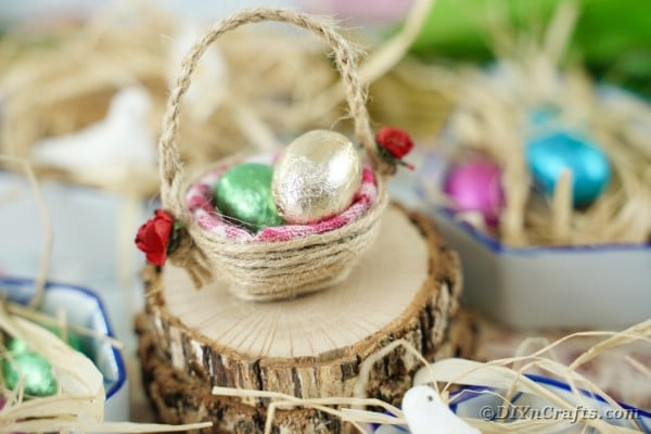 Adorable Repurposed Egg Carton Mini Easter Basket