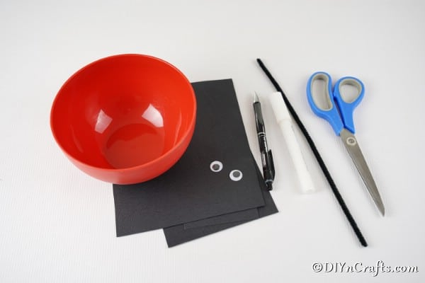Supplies for upcycled bowl ladybug craft