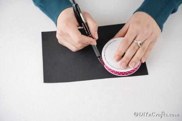 Tracing circle on black paper