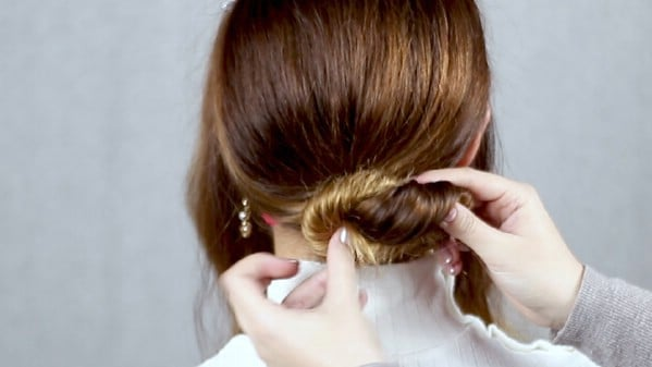Creating hair knot bun