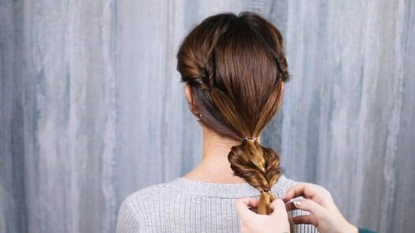 Loosening hair between ponytail holders