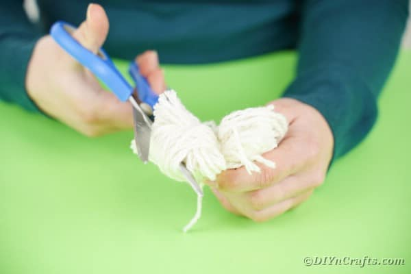 Cutting through loops of yarn