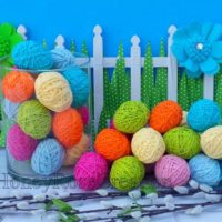 Easter eggs. Decorative yarn Easter eggs.