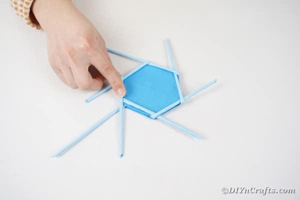 Twisting paper straw in weaving pattern