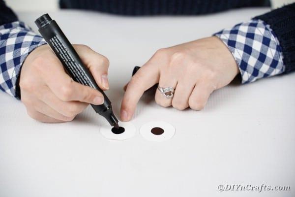 Drawing black on white circles