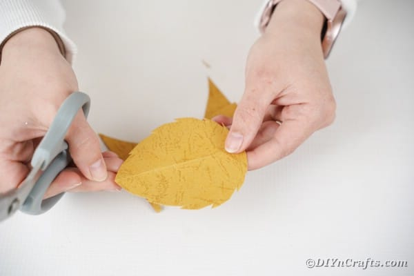 Cutting paper leaves for bottom of hedgehog