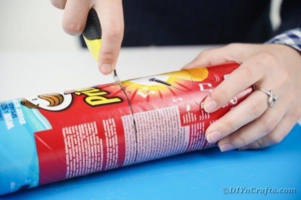 Cutting Pringles can