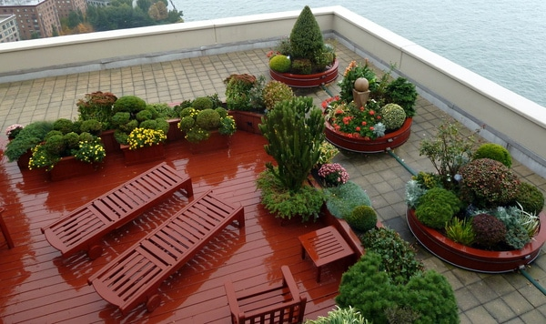 Circlular red planters