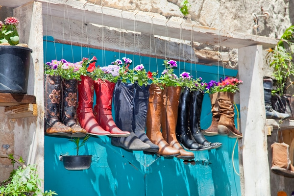 Boot planters on arch