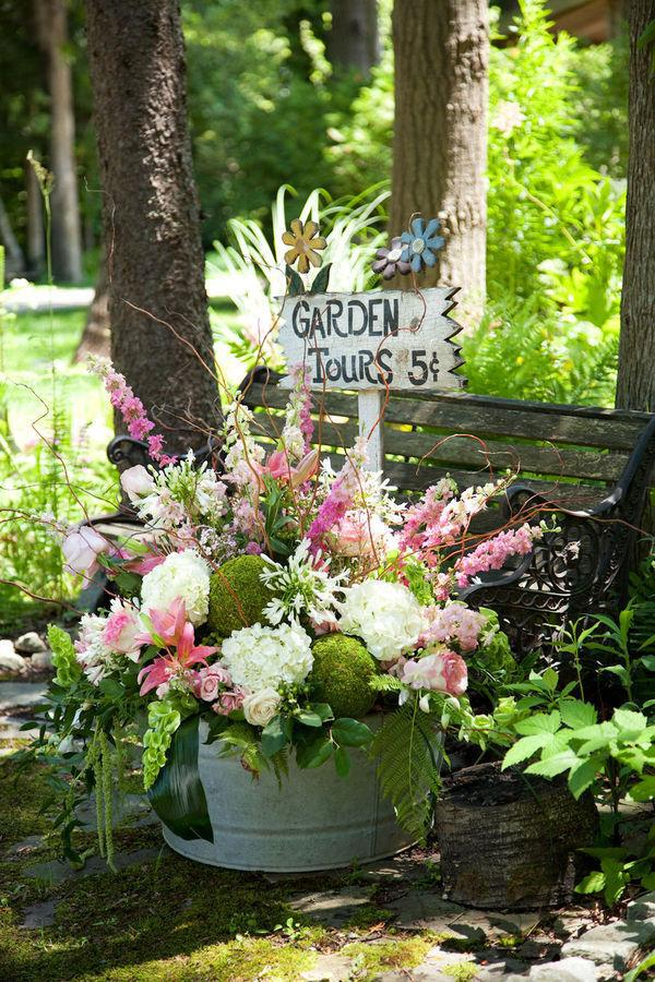 Garden sign in pot with pink flowers