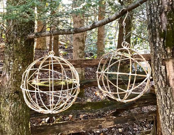 Netal spheres