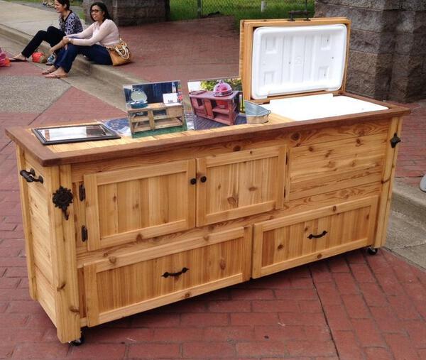 Cedar rustic bar with cooler