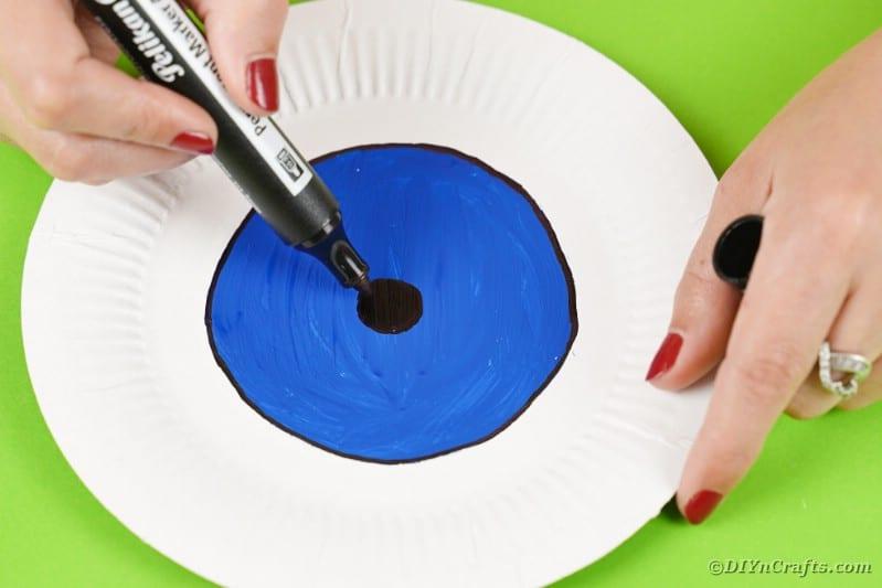 Drawing pupil on eyeball