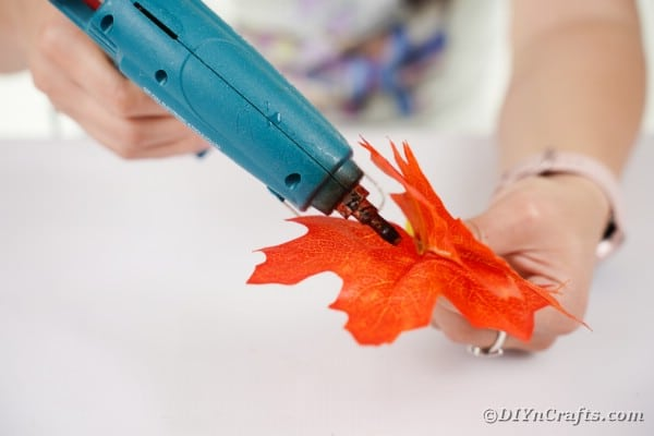 Adding glue to leaf