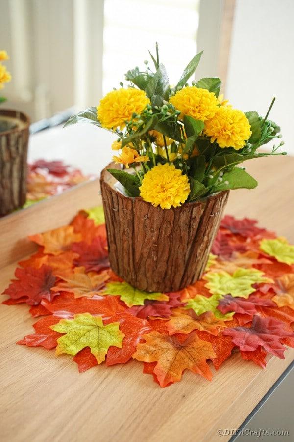 Stomp bloempot op blad placemat