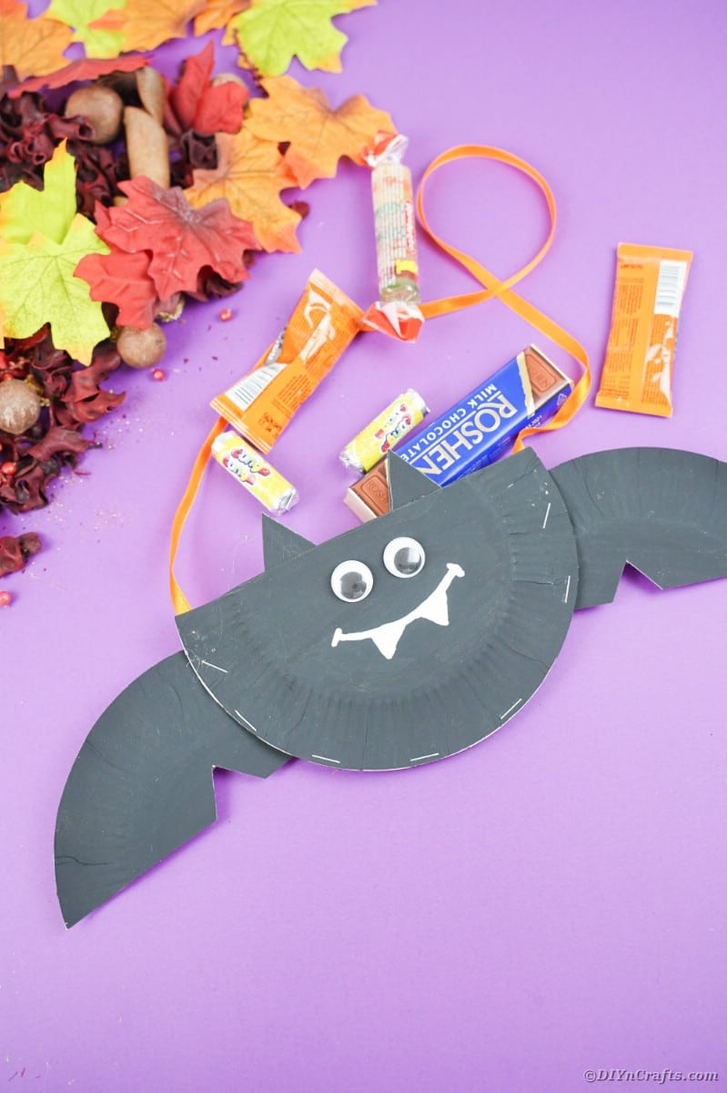 Paper plate bat on purple paper