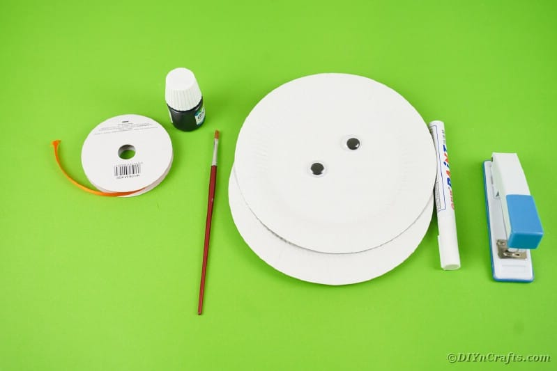 Supplies for a paper plate bat