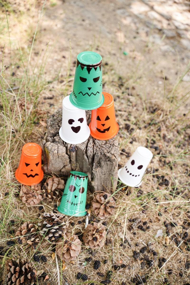 Halloween lanterns on stump