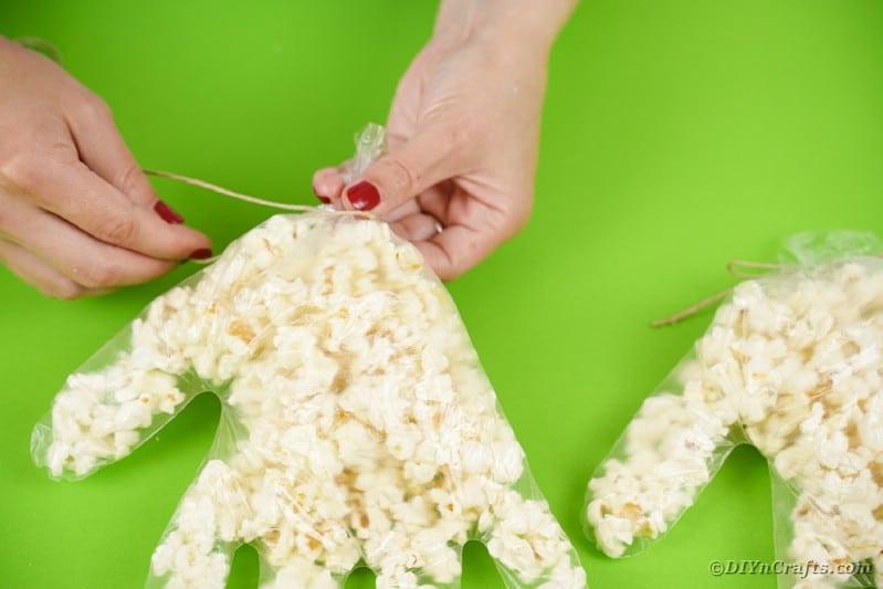 Tying popcorn hand